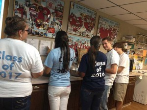 food pantry student volunteer2